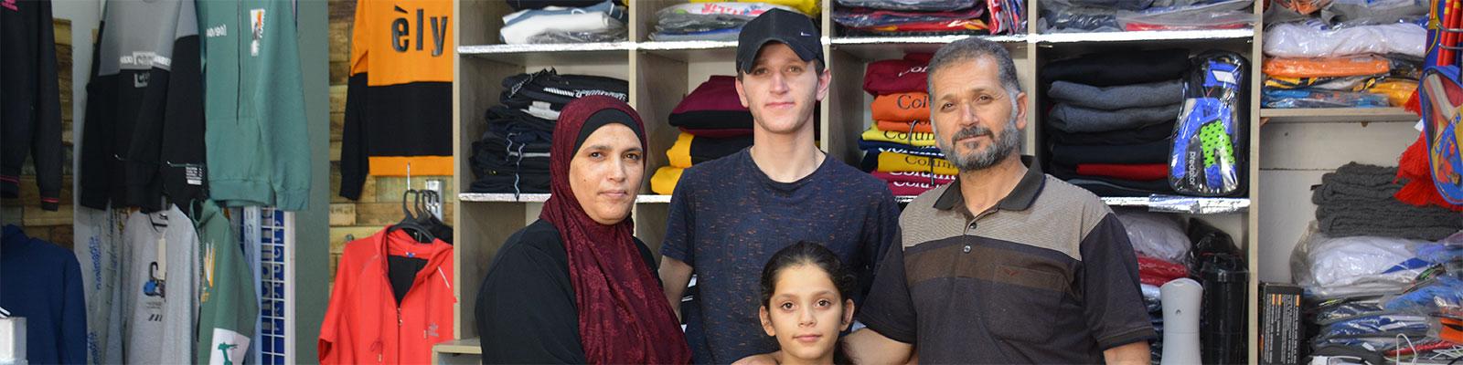 {:en}Strong Families.... Strong Children {:}{:ar}عائلات قويّة...أطفال أقوياء{:}